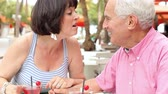 desfrutando : Senior Couple Enjoying Cocktails In Outdoor Bar Together Stock Footage