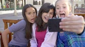 obrázky : Slow Motion Sequence Of Girls Taking Selfie On Mobile Phone Dostupné videozáznamy