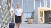 aeroporto : Businesswoman With Suitcase Going On Trip Shot On R3D