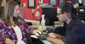 mürekkep : Woman Sits In Chair Having Tattoo In Parlor Shot On R3D Stok Video