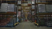 corredor : Activity in long perspective view of warehouse, shot on R3D Vídeos
