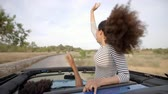 se divertindo : Couple Driving Open Top Car On Country Road