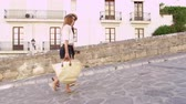 inteiro : Young couple walking together on vacation in Ibiza, Spain, shot on R3D