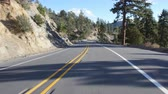 kalifornie : Drivers POV in rural California, USA, with shadows of trees