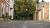 önden görünüş : Slow Motion Shot Of Man Walking Along Street In Oxford