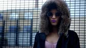 pessoa : Stylish Fashion Blogger Stands By Fence In Urban Street Vídeos