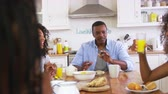 otec : Family With Teenage Children Eating Breakfast In Kitchen