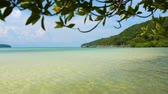 exclusivo : View of sunny tropical island Saracen Bay beach. Koh Rong Samloem, Cambodia.