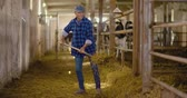 korkuluk : Confident mature male farmer holding pitchfork in stable