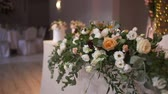 bloemstuk : Luxury Decorated Table Before Party Event Stockvideo