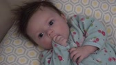 perfeição : Baby tries to suck thumb but just cant figure it out. Stock Footage