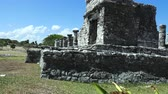 establishing shot : A peek at the large hall of Tulum from an impressive side angle.