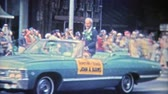 arquivo : 1971: Hawaiis 2nd governor Mr. John A. Burns in a parade.