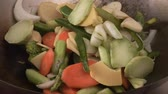 жареный : Sautéing vegetables in a wok