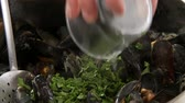 refinado : Freshly pressed lemon juice being added to cooked mussels