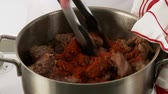pimentas : Goulash meat being dusted with paprika and stirred