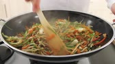 série : Stir-frying vegetables in a wok