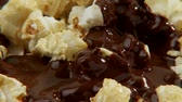 molho : Popcorn with chocolate sauce
