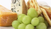 diverso : Cheese plate with crackers, grapes and walnuts