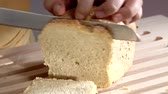 slices : Slicing a loaf of bread
