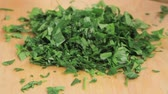 sekaný : Parsley leaves being chopped