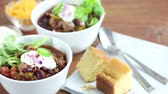 ensopado : Chilli con carne with sour cream and corn bread