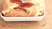 świnia : Toad in the hole (sausages in batter, England) Wideo