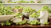 repolho : Brussels sprouts in assorted pots and dishes
