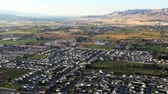 espaçoso : Aerial shot of Lehi, Utah city. FIlmed during the day.