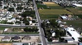 pavimentação : Aerial view of Provo city and moutains. Neighborhoods and streets are visible. Filmed during the day in Provo, Utah. Stock Footage