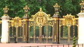 inglaterra : Gold and black Canada Gate at The Green Park in London, England.