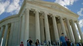 honra : Time-lapse of low angle shot of Jefferson Memorial in Washington D.C., with its tall, white marble columns and Greek-style architecture, with tourists and people observing below on front steps. Vídeos