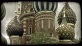 idegen : Slow pan of the articulate, colorful, stylized design of the spires on St. Basils Cathedral in Moscow, Russia. Vintage stylized video clip.