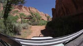 wydmy : Traveling probe view of the beautiful Moab scenery, shot from the front of a jeep. Wideo