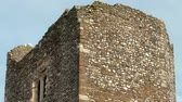 cavaleiro : Time-lapse of a tower belonging to Dover Castle. A seagull perches on its corner as the clouds go by. Filmed in October 2011. Cropped. Stock Footage