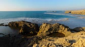 poroso : Time lapse of rocky Israeli coast while sun sets. Panning shot. Vídeos