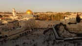 judaico : Dome of the Rock time-lapse from the Jewish Quarter at sunset. Panning shot.
