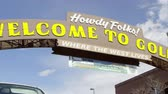 gyertyafény : Golden, Colorado - August, 2013: Up close wide pan to the right of the Welcome to Golden Colorado Sign.