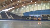 patim : Wide pan of an Olympic ice rink in Vancouver.