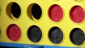 brinquedos : A medium shot on black of a game of Connect Four, ending with a winning four by red. Vídeos