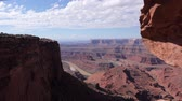halott : Dolly motion overlooking the Green River from Dead Horse Point near Moab Utah.