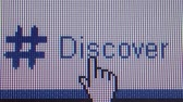 usuário : Macro close up of synchronized computer monitor showing user  pointer hovers around and clicks on Discover text several variations