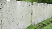 pedra tumular : Pan shot of British WWII pilots cemetery, with marble tombstones.