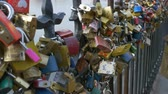 прочный : A multitude of romantic love locks.