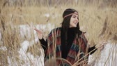 espíritos : Beautiful brunette girl hippie among dry reeds on a winter day.