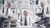 burocracia : Businessman doing multiple tasks in the office at the same time: work efficiency and organization concept