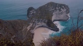 antena : Beautiful cliffs of Kelingking Beach in Nusa Penida, Bali, Indonesia