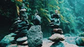 összhang : Stone zen balance towers in tropical jungle forest near waterfall