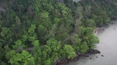falésias : Aerial drone view of Mu Ko Phetra National Park during cloudy morning, Satun, Thailand