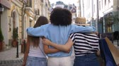 Multiracial girls embracing while shopping Vídeos